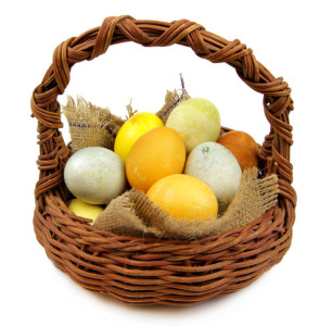 How to Dye Easter Eggs with Herbs