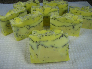 How to Make Lemon Poppyseed Soap (Recipe)