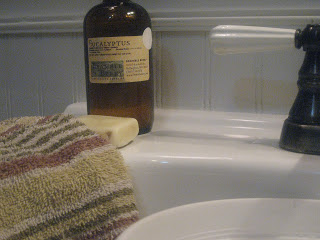 How to Clean Your Bathroom the Natural Way