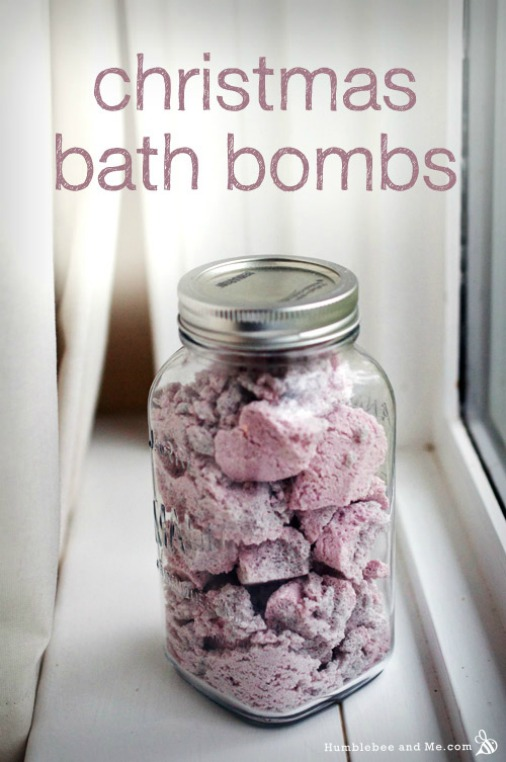 How to Make Homemade Christmas Bath Bombs