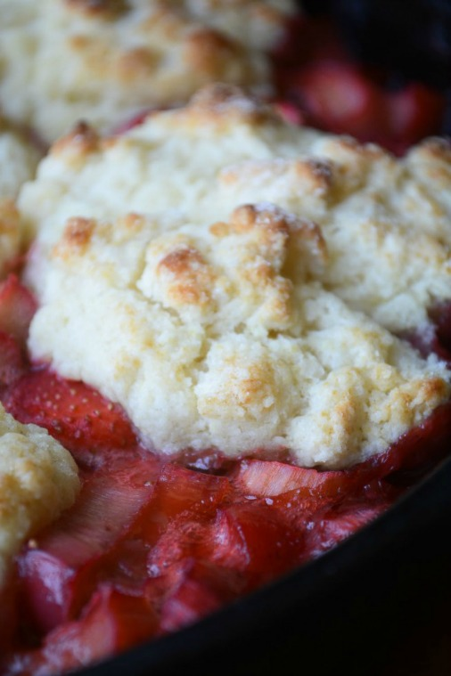Homemade Strawberry Rhubarb Cobbler Recipe